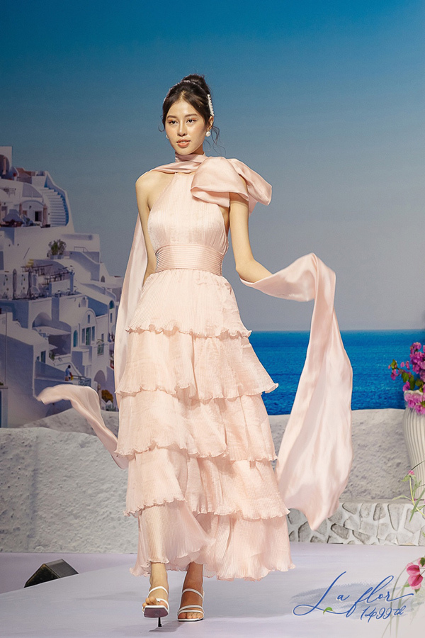 Thời trang Lep' - sức hút lạ kỳ từ những chiếc váy hoa