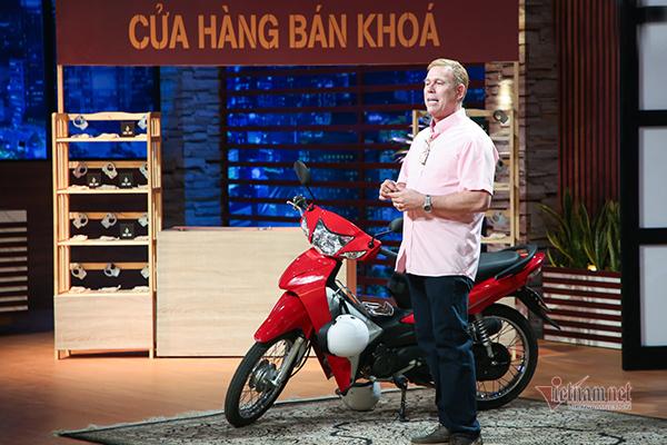 Ông Tây và câu chuyện làm khóa xe máy Make in Vietnam