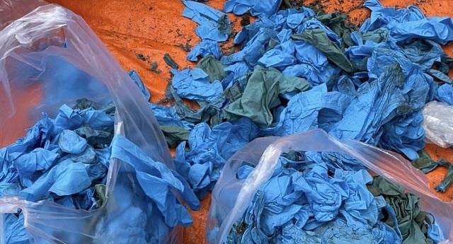 Doanh nghiệp vừa 'mở mắt' đã khai gian, nhập 15 tấn găng tay bẩn Trung Quốc