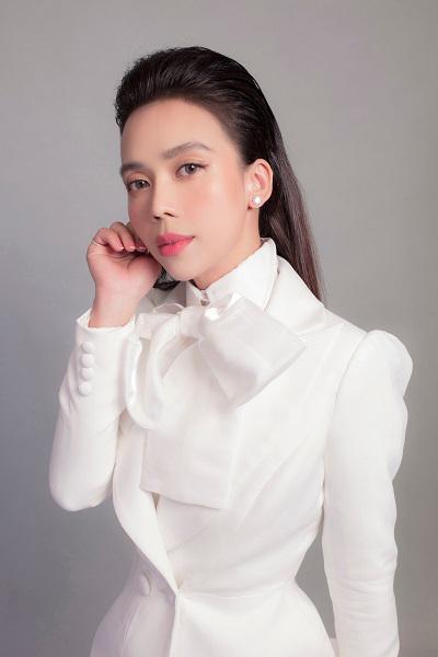 Cô gái phun xăm thẩm mỹ và giấc mơ nâng tầm nhan sắc phụ nữ Việt