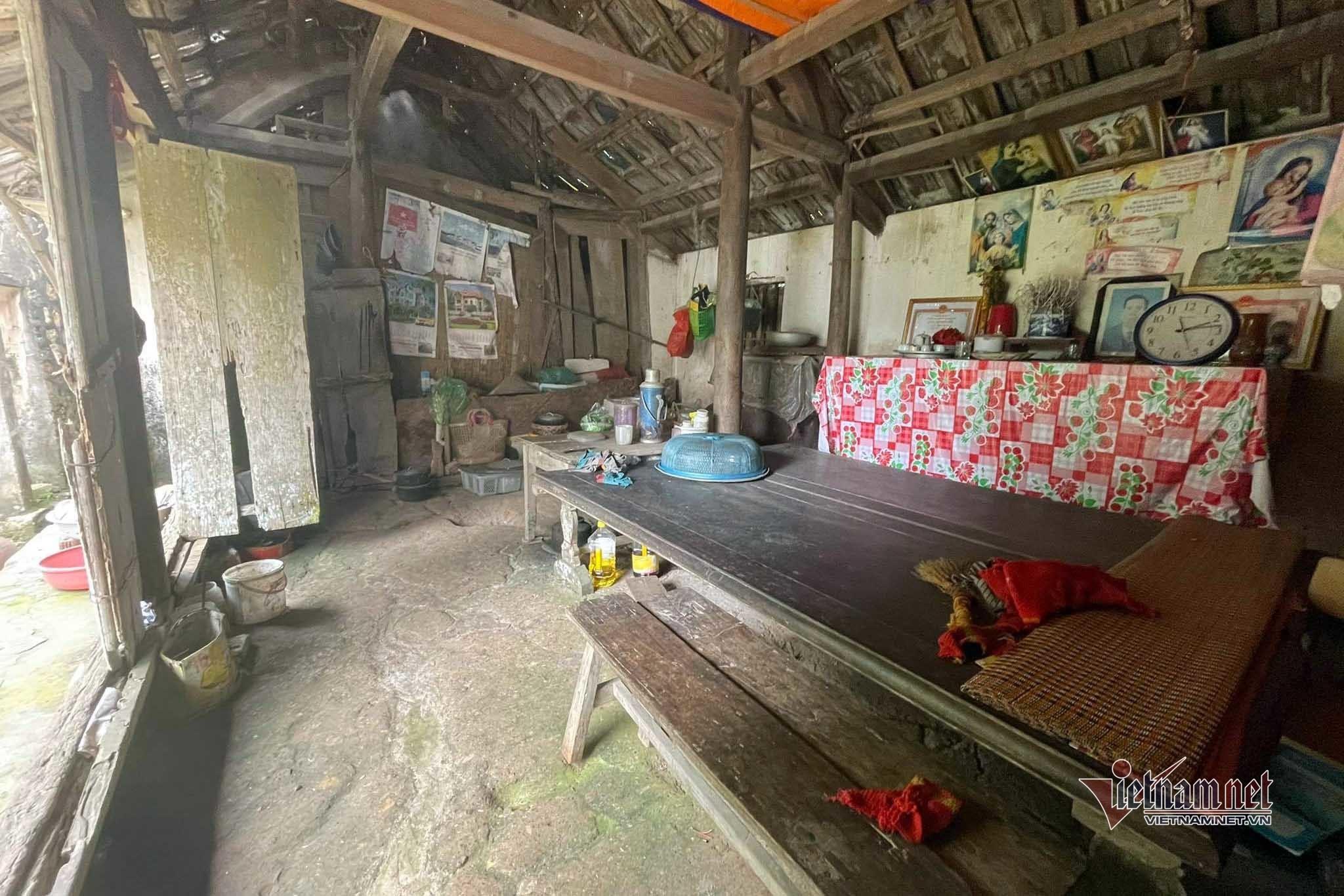 Gần 40 triệu trao cho cháu Ngọc Vân bị tai nạn nằm liệt giường