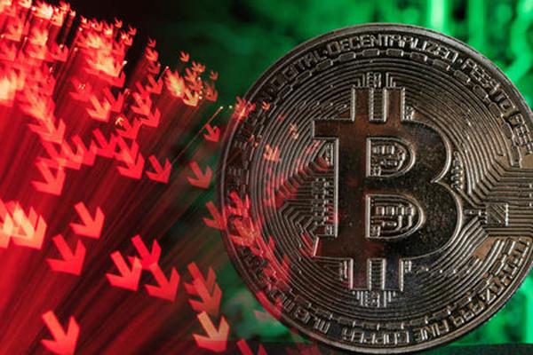 Giá Bitcoin liên tục lao dốc không phanh, tiền điện tử mất 50% giá trị