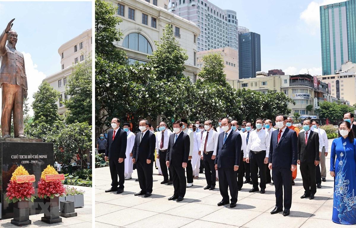 Chủ tịch nước Nguyễn Xuân Phúc dâng hương tưởng nhớ Bác Hồ