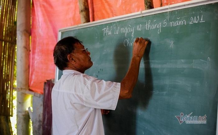 Người thầy 30 năm xoá mù chữ cho dân nghèo đầm phá Tam Giang