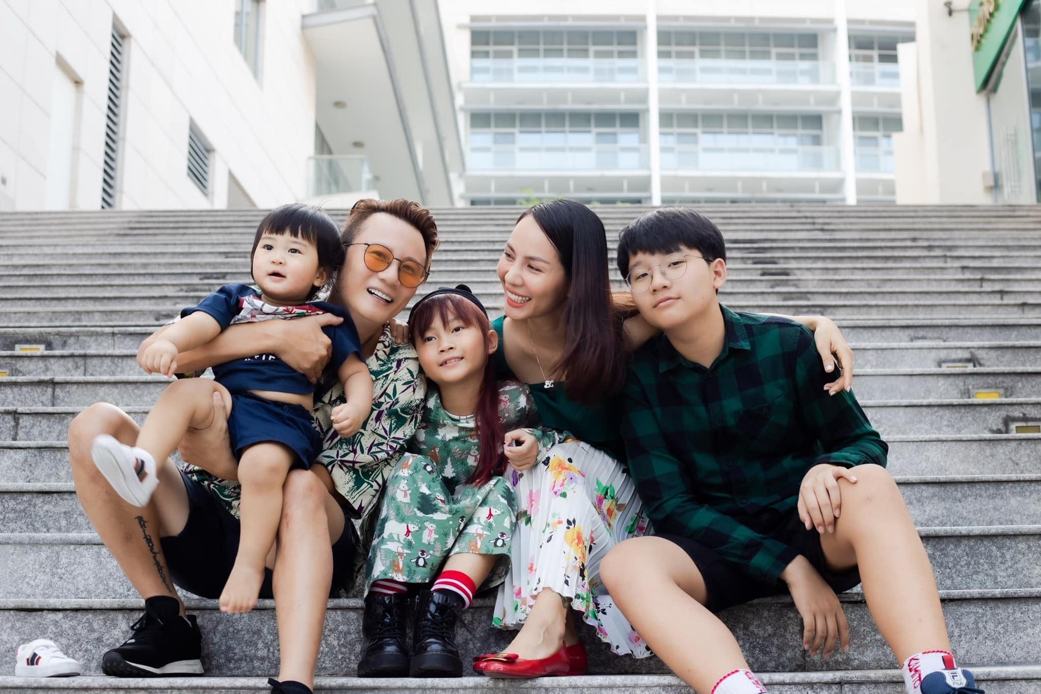 Bà xã nóng bỏng từng là người mẫu, sinh 3 con cho Hoàng Bách