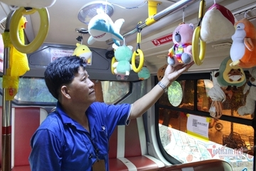 Bus full of plush toys stands out in Saigon