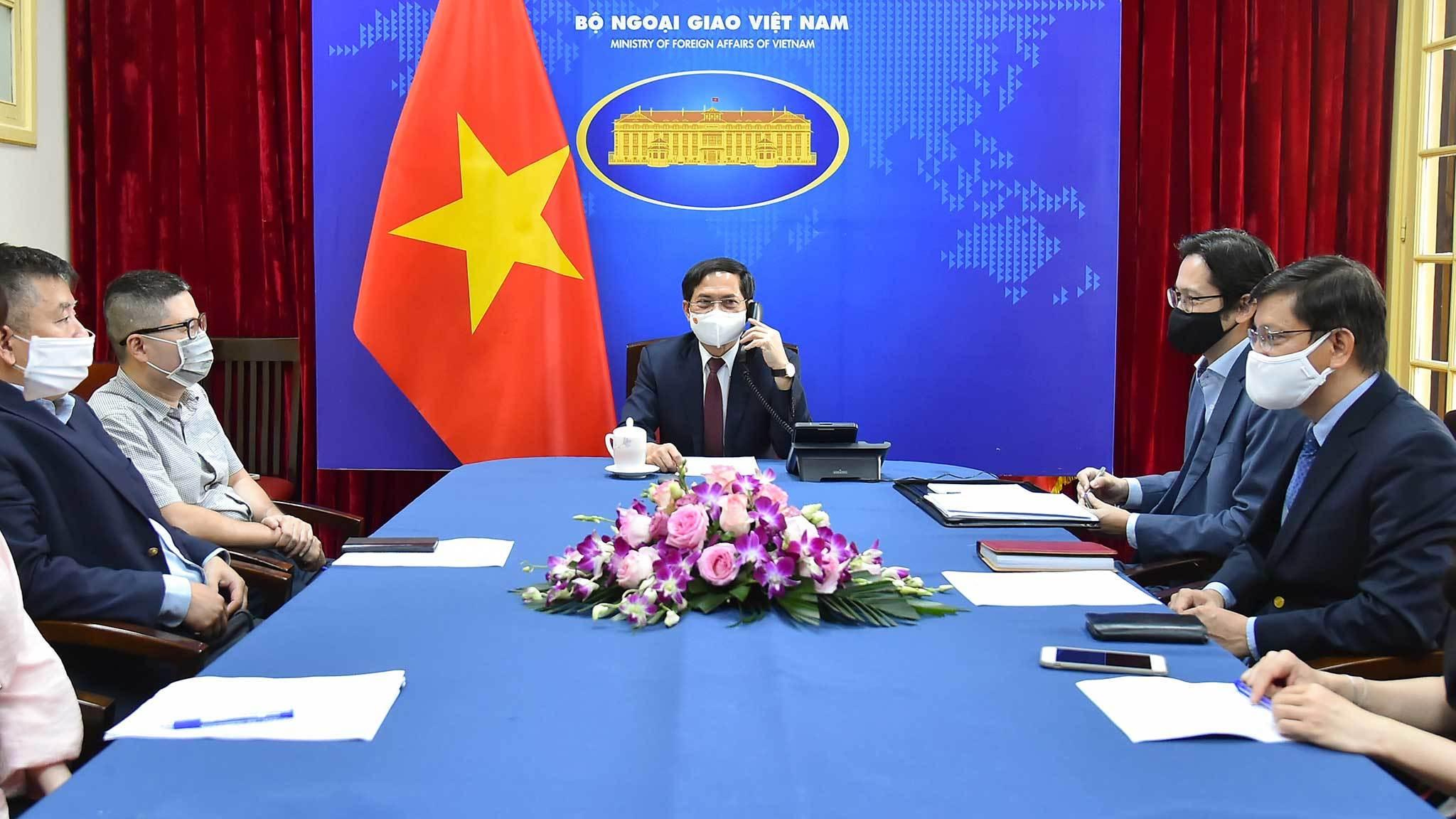 Việt Nam đề nghị Anh xem xét chuyển giao công nghệ vắc xin Covid-19