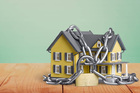 Mua nhà thế chấp ngân hàng giá hời, trầy trật 4 năm chưa thể vào ở