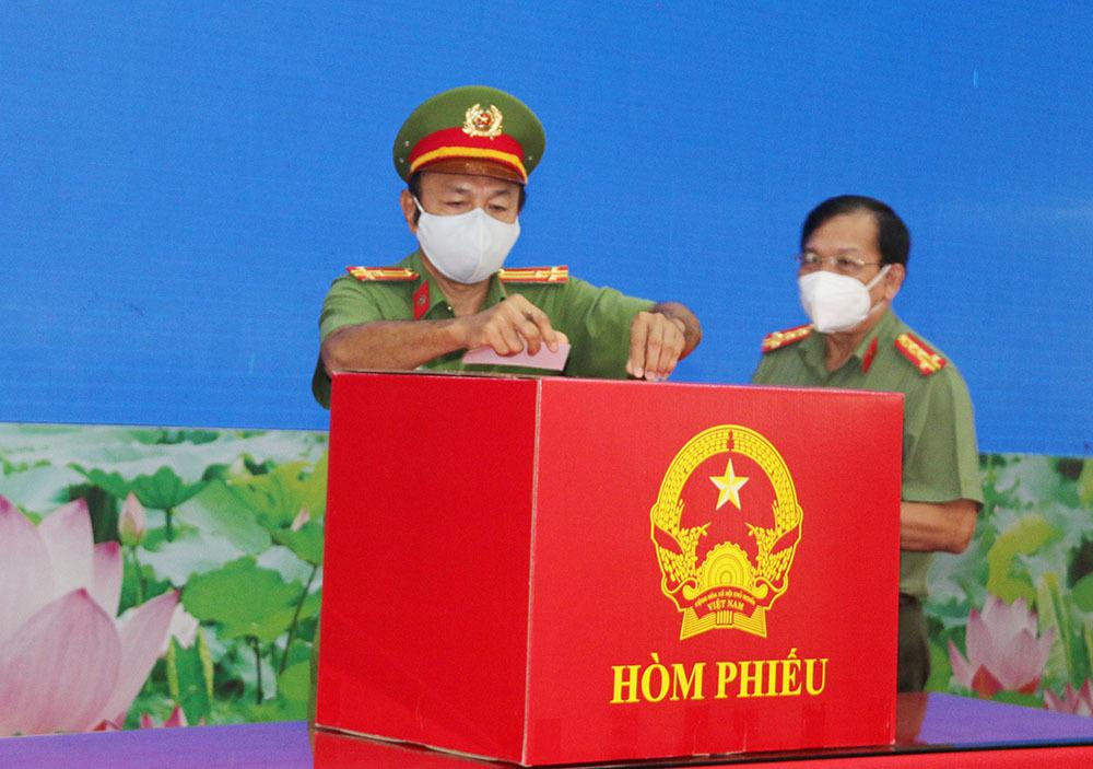 Lực lượng quân đội, công an ở Cần Thơ đi bầu cử sớm