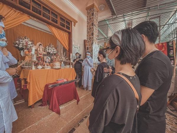 Gia đình tổ chức lễ khâm liệm NTK Nhật Dũng