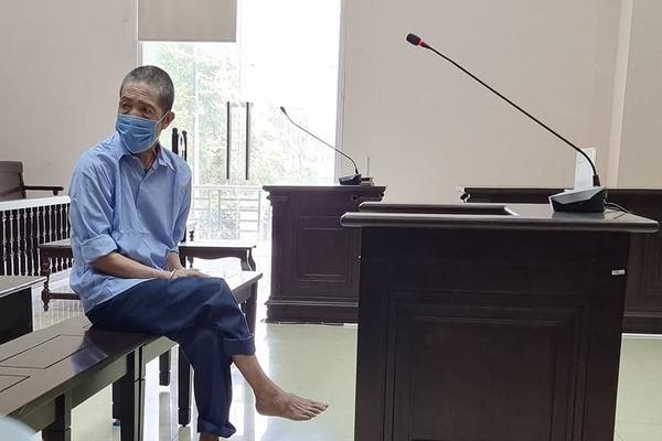 Nước mắt cha già bị cáo buộc giết con trai bất hiếu ở Hà Nội