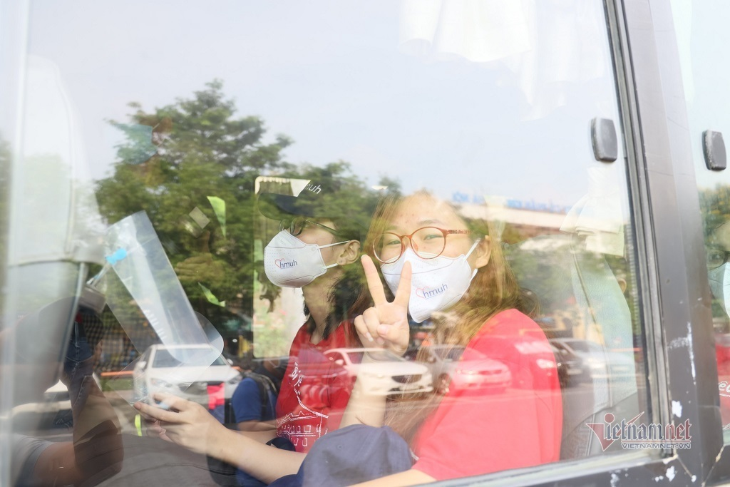 Sinh viên Y Hà Nội lên đường hỗ trợ 'điểm nóng' Covid-19