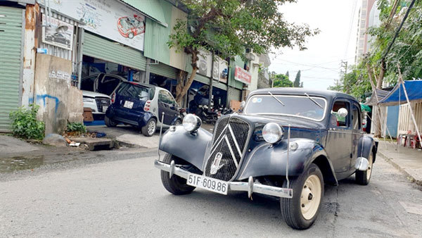 Vintage Citroens brought lovingly back to life