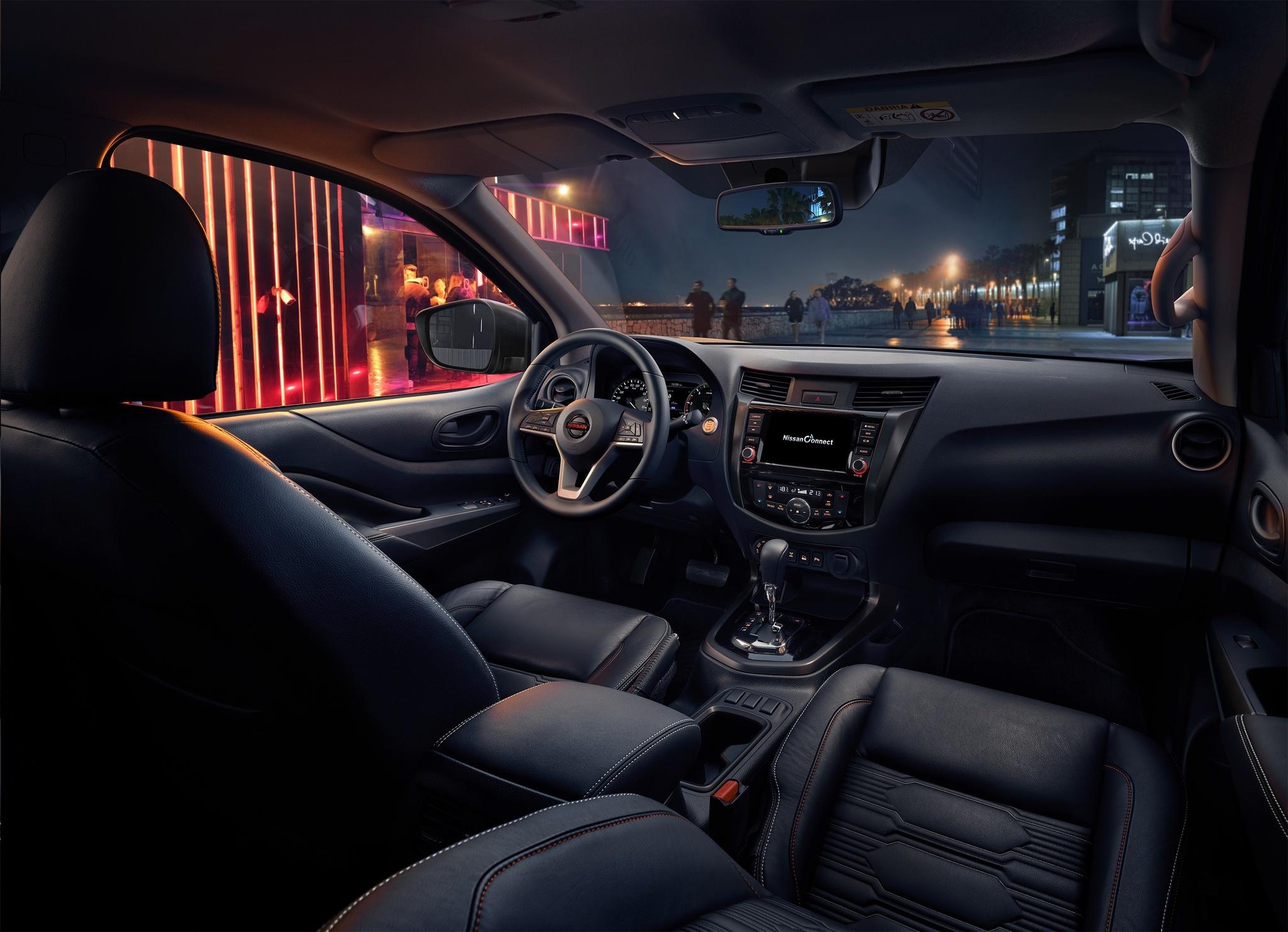 Nissan Navara 2021 giá gần 1 tỷ đồng, đắt nhưng nghèo trang bị an toàn