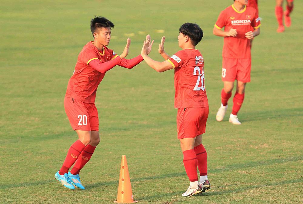 Xuân Trường báo tin vui, Minh Vương chưa nghĩ tới vé đi UAE