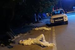 Nhân viên y tế Điện Biên kiệt sức nằm ngủ bên vệ đường