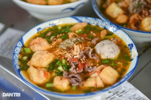Món 'bún nhà nghèo' có giá 'chát' nhất nhì Hà Nội nhưng vẫn đông khách