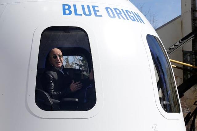 Gần 65 tỷ đồng cho một vé trên tàu du hành vũ trụ của tỷ phú Jeff Bezos