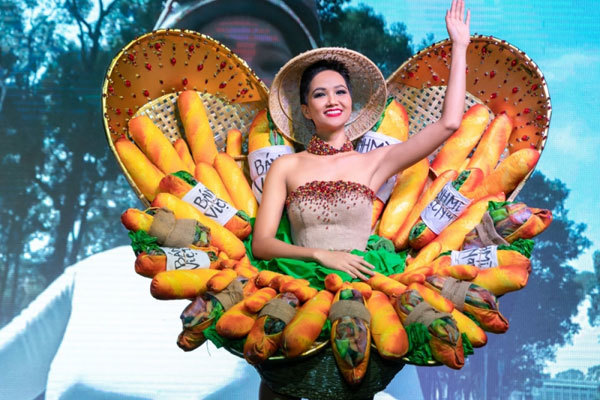 H'Hen Nie,costumes of Miss Universe