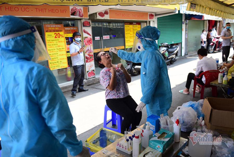 TP.HCM tạm dừng bán tại chỗ quán ăn nhỏ ven đường, chỉ cho mang về