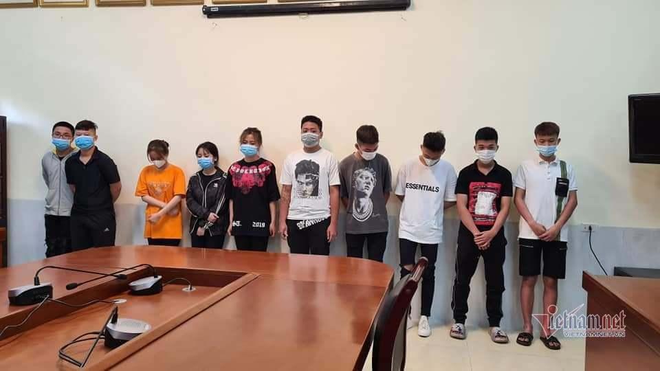 Khởi tố 10 'nam thanh nữ tú' đua xe náo loạn đường phố Hà Nội