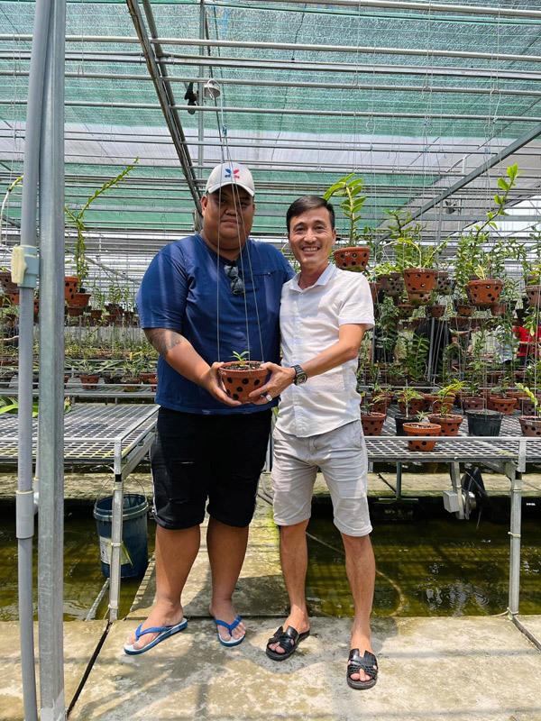 9x Đồng Tháp trồng lan 3 năm được hàng trăm giò hoa 'cực phẩm'