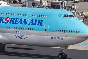 Đàn chim 'nhởn nhơ' trên đường băng Tân Sơn Nhất, máy bay không thể cất cánh