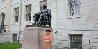 """Tiger"" mom in Hanoi helps daughter win Harvard scholarship"