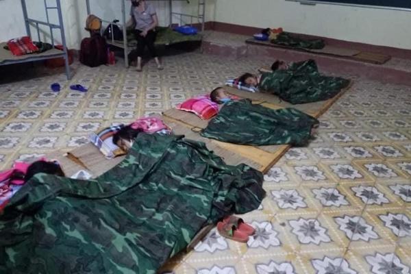 'Nhiều em bé ở Điện Biên đi cách ly chỉ có một bộ quần áo trên người'