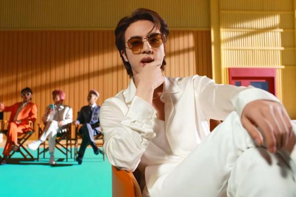 BTS phá kỷ lục YouTube với MV đậm chất mùa hè
