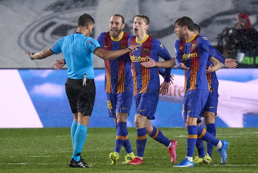 Barca bấn loạn và sự im lặng đáng sợ của Messi