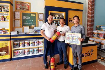 Pasco Việt Nam tặng bình cứu hỏa cho hệ thống Nhà phân phối trên toàn quốc