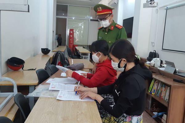 Mở lớp dạy thêm hàng trăm học sinh bất chấp lệnh cấm