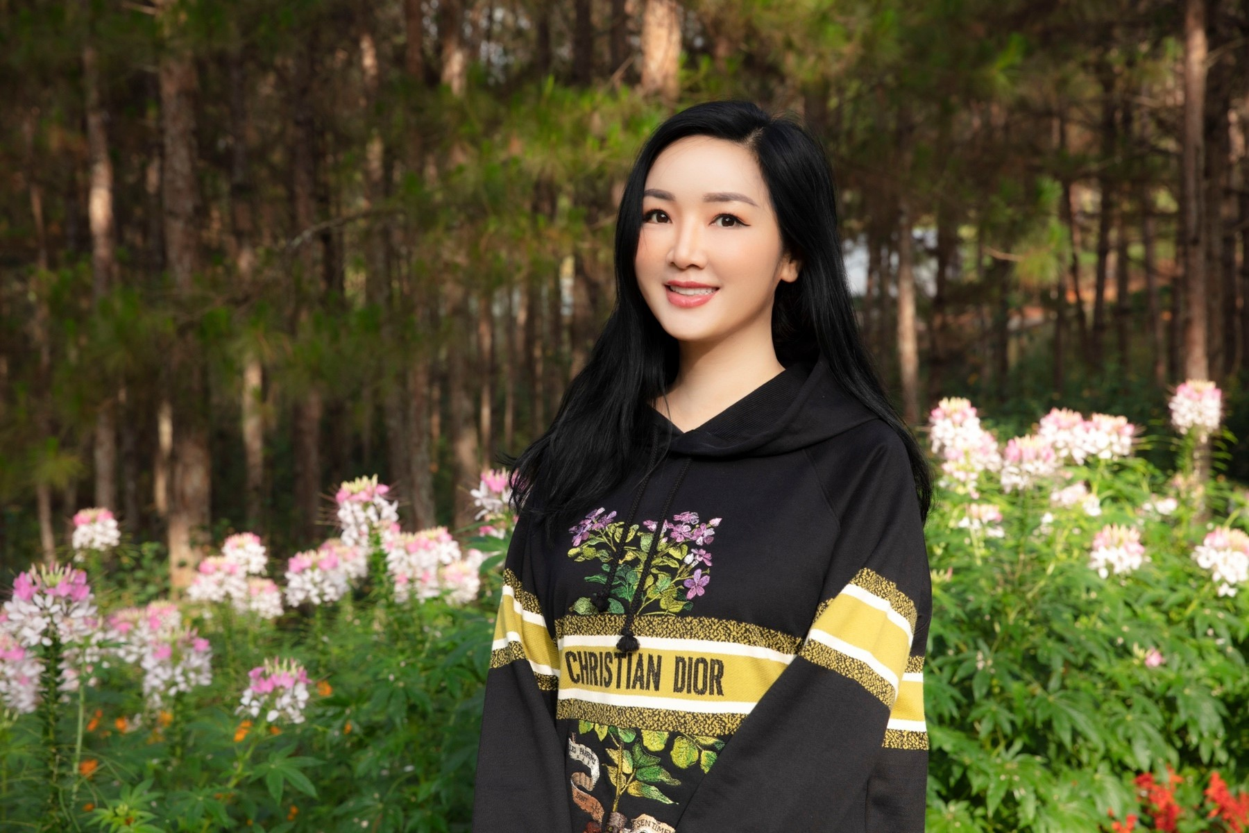 Diva Hồng Nhung vóc dáng săn chắc tuổi 51