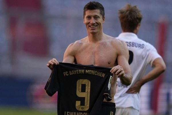 Lewandowski xô đổ kỷ lục tồn tại 49 năm củaGerd Muller