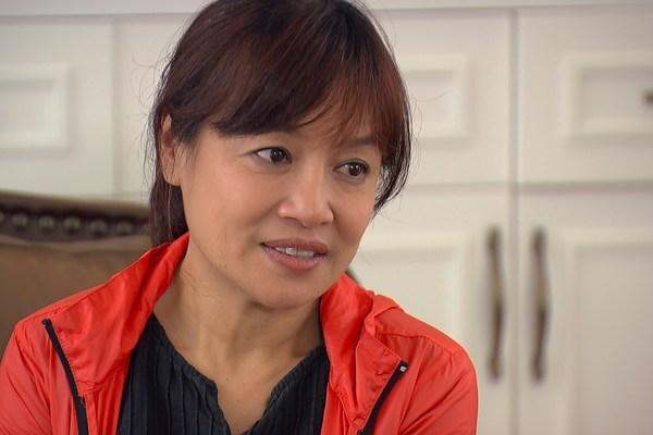 Ghê gớm ở 'Hương vị tình thân', ngoài đời nghệ sĩ Tú Oanh rất trẻ trung