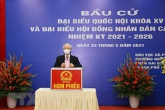 Party leader casts ballots in Hanoi's Hai Ba Trung district