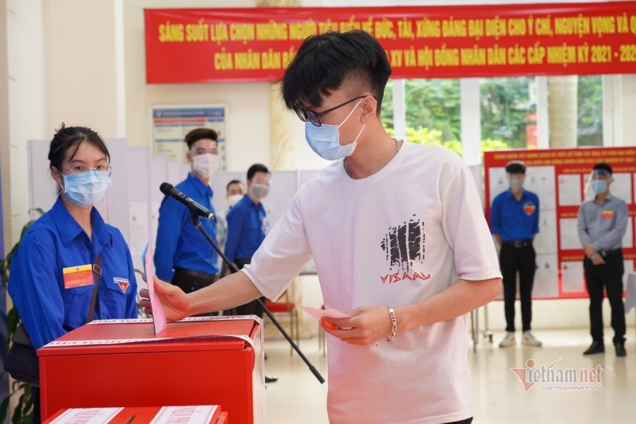 Sinh viên lần đầu bỏ phiếu: 'Mong người được chọn quan tâm đến giáo dục'