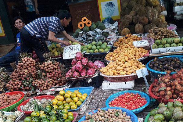 Trái cây đồng loạt rớt giá mạnh