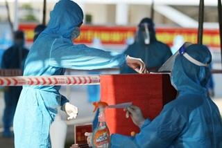Unprecedented images at polling stations in quarantine areas across Vietnam