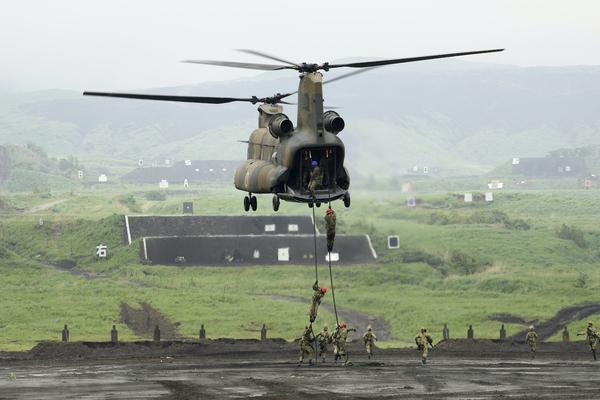 Xem lực lượng Phòng vệ Nhật Bản tập trận bắn đạn thật
