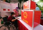 """Những cử tri """"đặc biệt"""" đi bỏ phiếu bầu ở Hà Nội"""