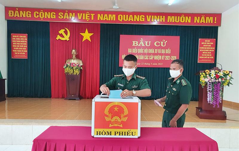Lực lượng vũ trang ở Đắk Lắk bầu cử sớm