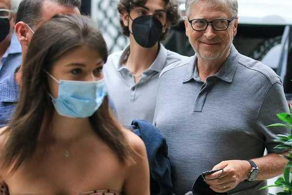 Bill Gates xuất hiện lần đầu sau ly hôn