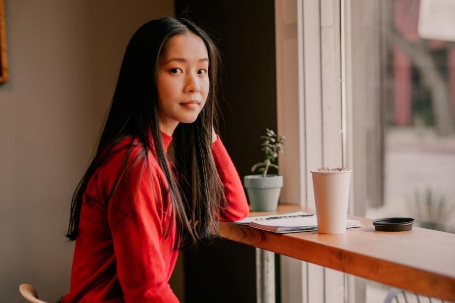 Nữ sinh gốc Việt vừa đỗ ĐH Stanford thắng giải nhà thơ trẻ Mỹ
