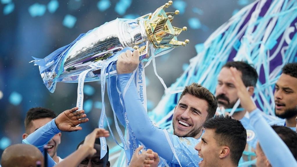 Khoảnh khắc thầy trò Pep Guardiola say sưa trên đỉnh Premier League