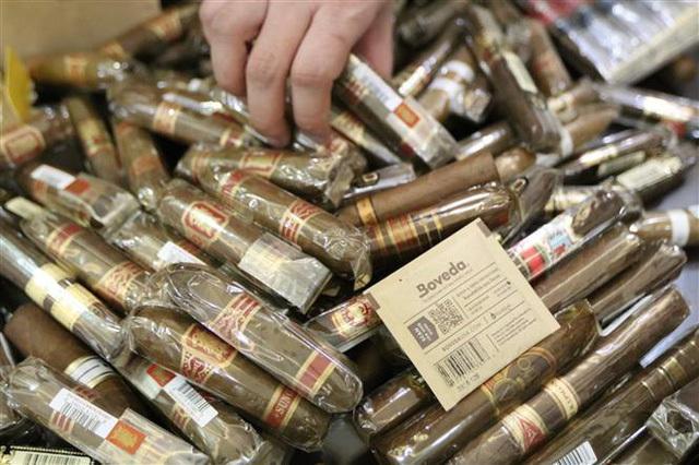 Chống buôn lậu xì gà: Đặc biệt chú ý nhân viên vận chuyển hàng không