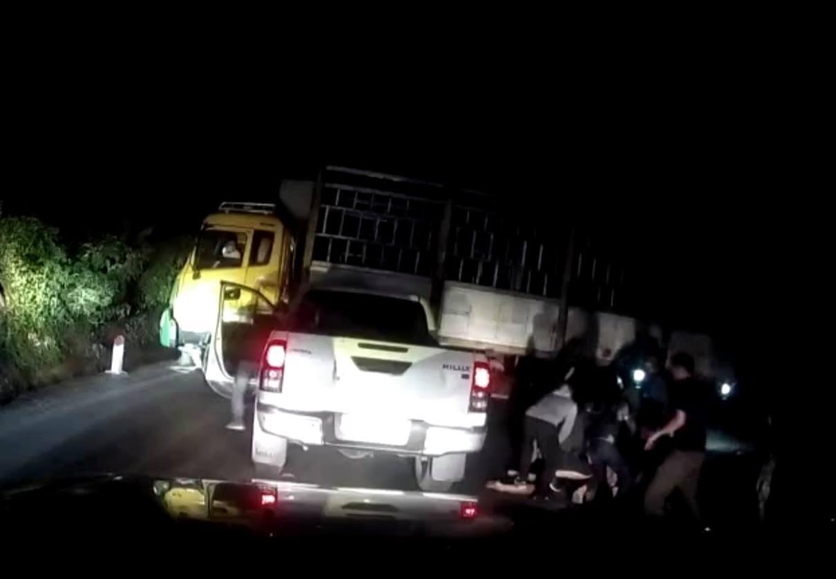 Cảnh sát nổ súng vây bắt hai kẻ vận chuyển ma túy