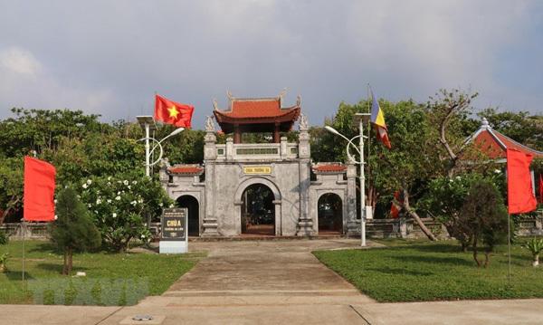 Sacred national flag on Truong Sa archipelago