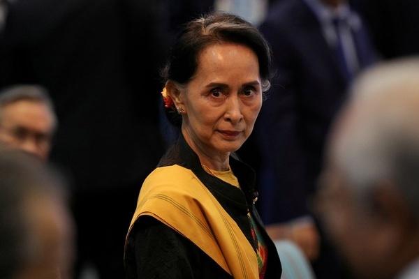 Lần đầu sau chính biến, bà Aung San Suu Kyi xuất hiện trực tiếp ở tòa